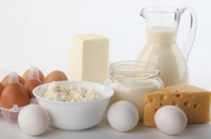 Milch, Eier und Köse enthalten Vitamion B12