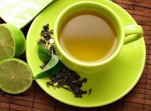 Grüner Tee gegen Augenringe